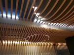 定制電影院弧形木紋鋁方通吊頂