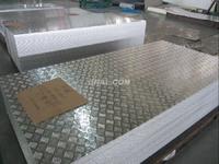 折弯压花铝板,五条筋花纹防滑铝板