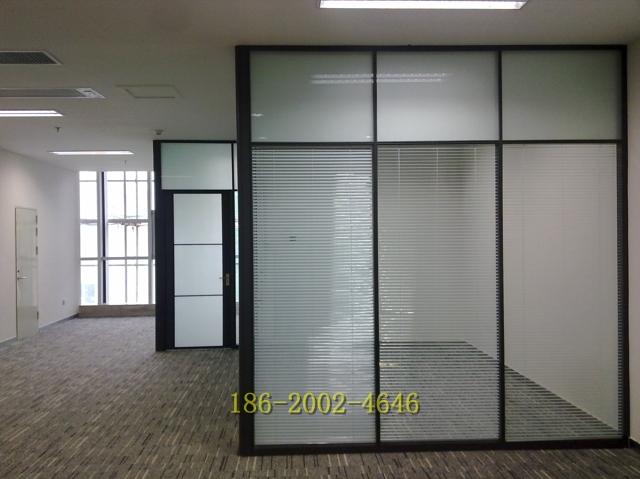 玻璃隔断墙、办公室玻璃隔断、成品铝合金隔断,所生产的隔断