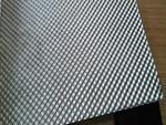 企业主要生产设备有具有水平的1400E四重不可逆式铝冷轧机生产线一条,配有美国DMC公司生产的测厚仪;具有国内水平的∮650×2350双辊双驱动连铸轧机4台,直径400*1000*2350冷轧机2台,