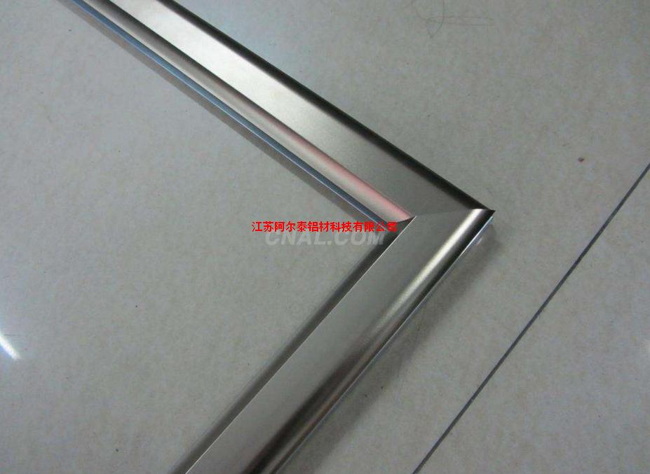 生產各種大小規格展板邊框鋁型材