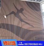 商业中心走道木纹铝方管现场安装图