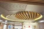情调咖啡馆装修选用木纹弧形铝方通