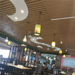咖啡厅木纹铝方通隔断