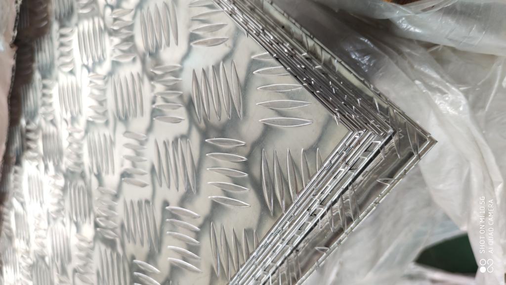 今日價格:果洛現貨銷售0.3毫米鋁板