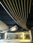 长条形铝带木纹铝方通商场展厅吊顶
