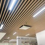 车站走廊吊顶木纹铝方通